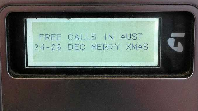 Telstra will offer free local calls from Australian home phones and payphones over Christmas.