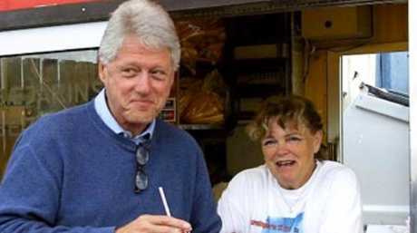 Bill Clinton and Maria Einarsdottir at Iceland's famous hot dog stand. Picture: Bæjarins Beztu Pylsur