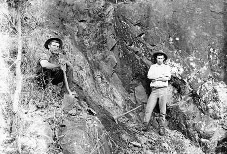 Men prospecting for gold in Queensland in the early 20th Century.