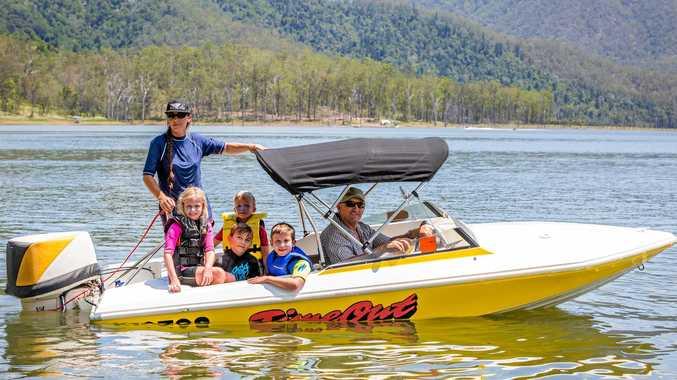 Di Feekings, Abby Hargraves, Mac Hargraves (Yellow) Elias Feekings, Riley Hargraves, and Brad Hargraves head out onto the Borumba Dam waters.