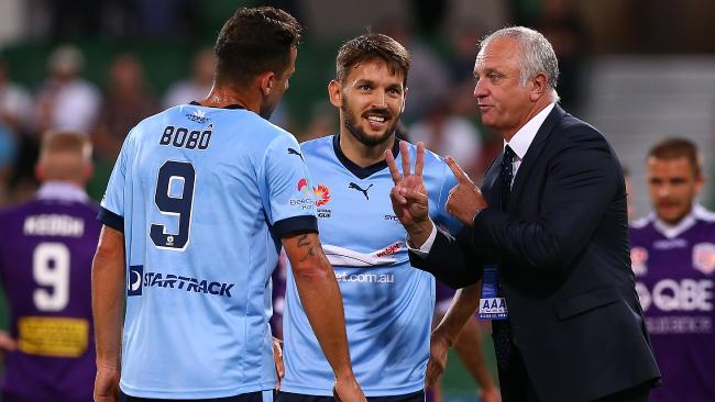 Graham Arnold talks tactics with Bobo and Milos Ninkovic.