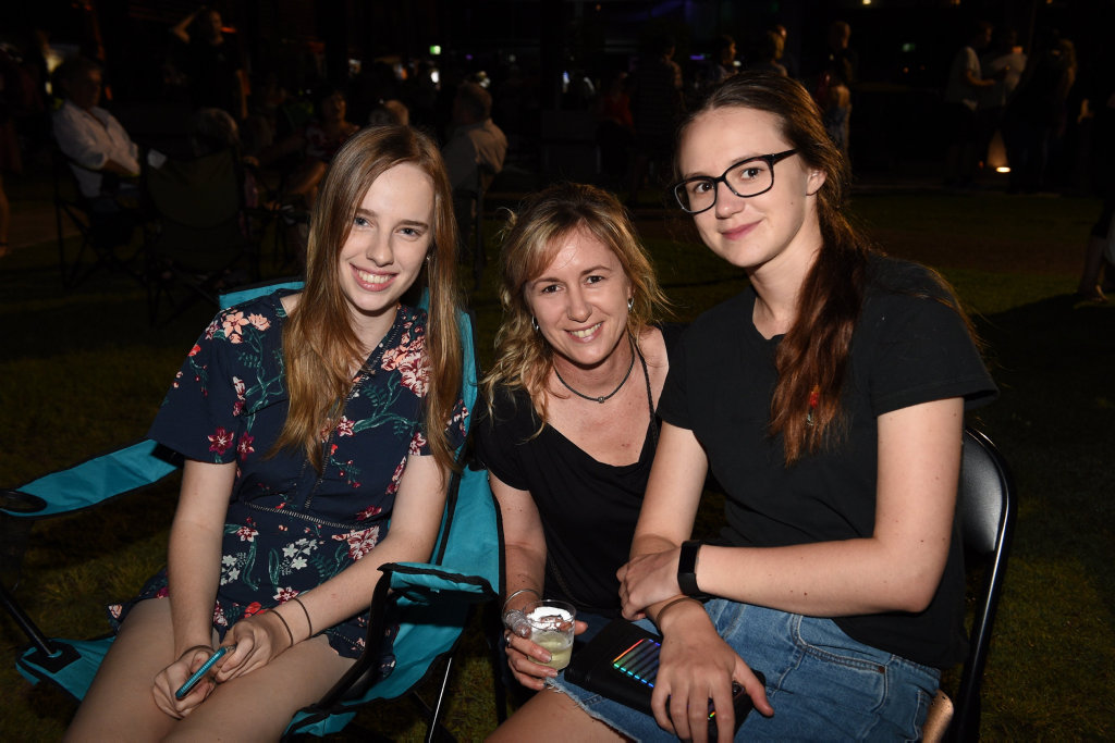 Image for sale: New Years Eve at The Brolga in Maryborough - (L) Caitlin Quinn, Katrina Kernke and Rahni Smoother from Maryborough.