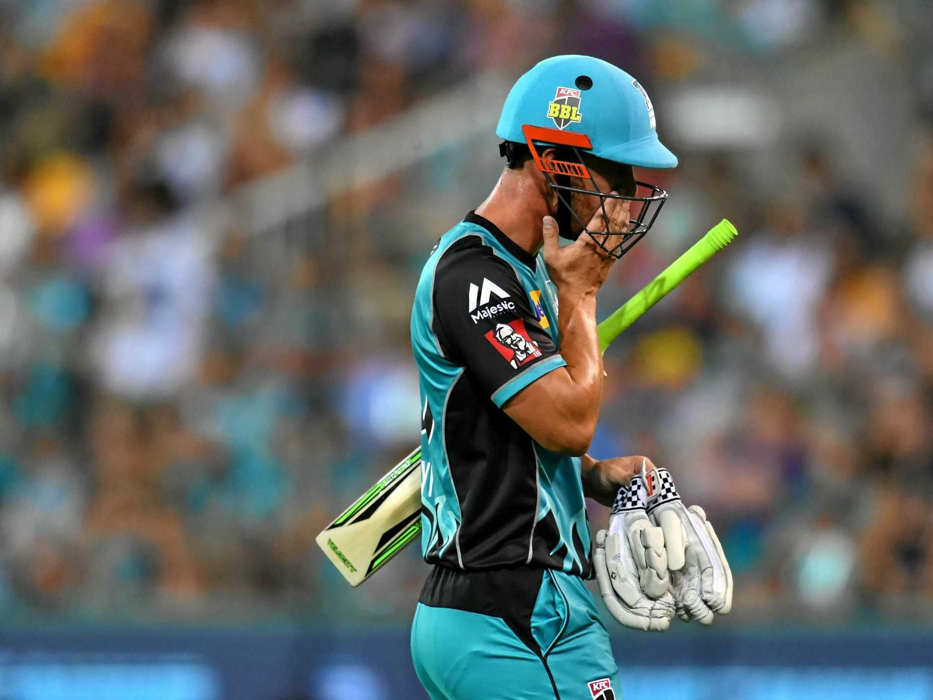 Chris Lynn of the Heat walks off the field after losing his wicket to Shane Watson of the Thunder during the Big Bash League (BBL) cricket match between the Brisbane Heat and the Sydney Thunder at the Gabba in Brisbane, Wednesday, December 27, 2017. (AAP Image/Darren England) NO ARCHIVING, EDITORIAL USE ONLY