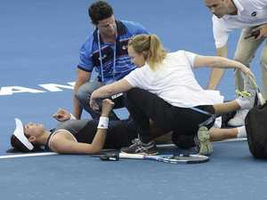 World No. 2 collapses in 'terrible scenes'