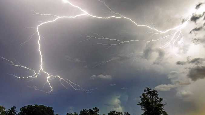 UPDATE: Thunderstorm hits Gladstone, roads closed at Yarwun