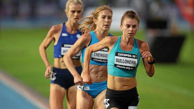 DETERMINATION: Yamba athlete Celia Sullohern (right) races ahead of Jessica Trengove (centre) in the Zatopek 10,000 in December.