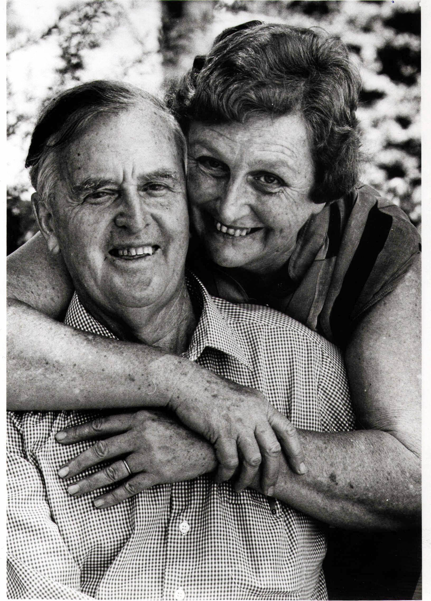 Qld politician Sir Joh Bjelke-Petersen with wife Florence (Flo) on his 75th birthday at their home in Kingaroy, Qld Mar 1986. p/ 1980s
