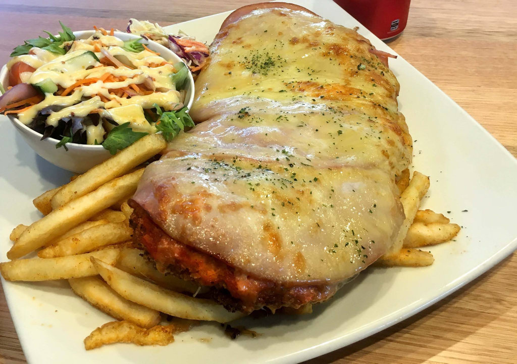 Will you be able to eat a 1kg parmy from the Newtown Hotel.