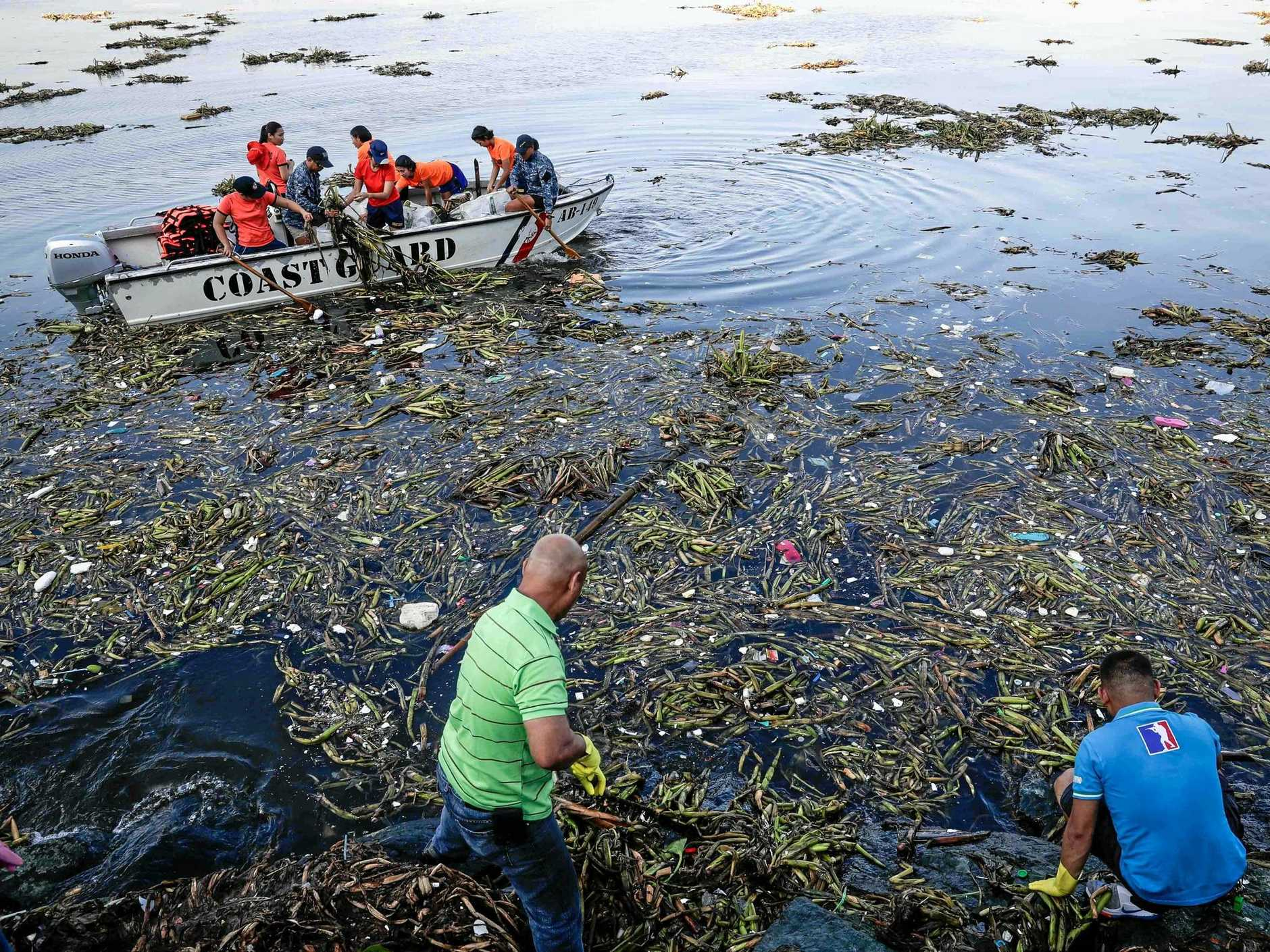 Volunteers collect garbage during the International Coastal Clean-up Day in Manila Bay, the Philippines, on September 16 last year.