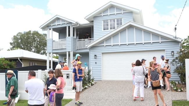 This newbuild Queenslander at 59 Thirteenth Ave, Kedron, attracted a big crowd at auction. Photo: AAP/Ric Frearson.