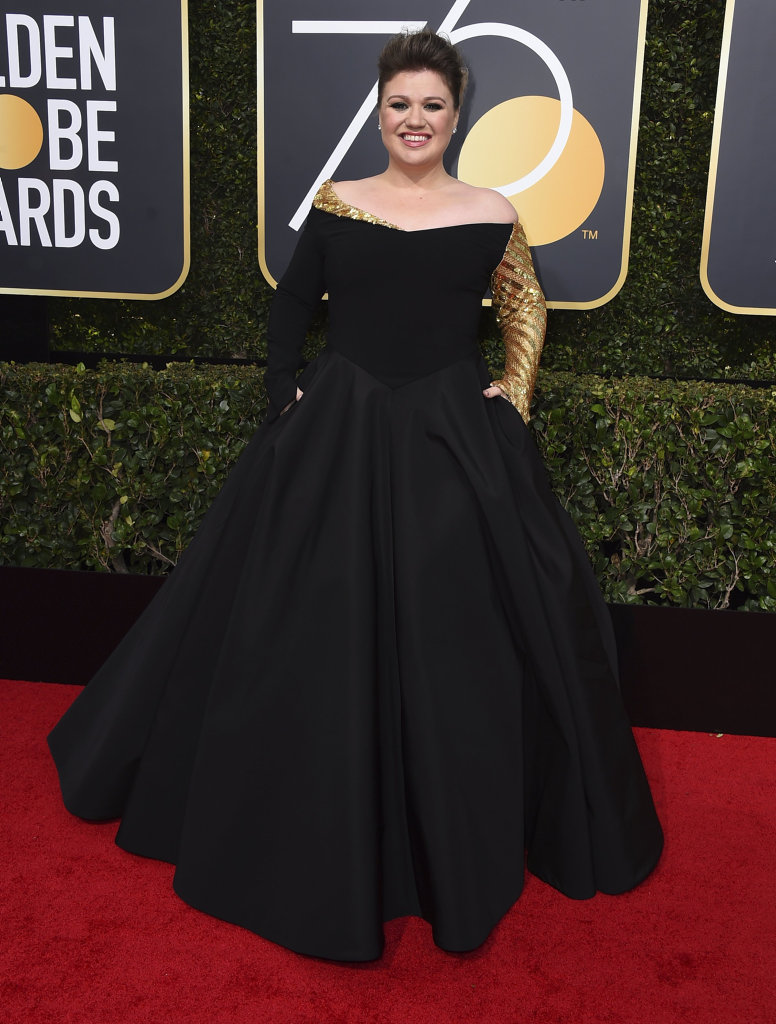 Kelly Clarkson arrives at the 75th annual Golden Globe Awards at the Beverly Hilton Hotel in Beverly Hills, Calif.