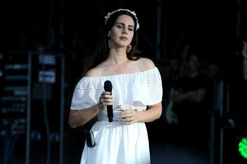 US singer Lana Del Rey performs during a concert at the 25th annual Les Vieilles Charrues Festival in Carhaix, France, 17 July 2016. The music festival runs from 14 to 17 July.