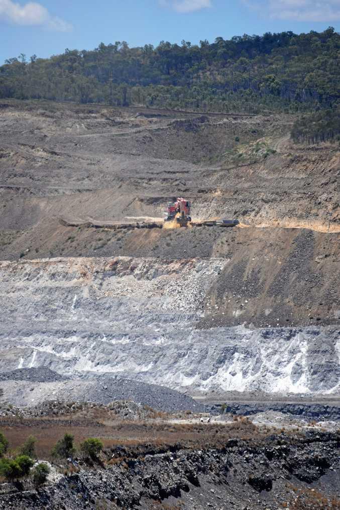 LONGER LIFE: Callide mine operating as normal on Thursday morning. INSET: Qld Greens Senator Andrew Bartlett.