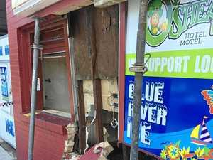 Bottle shop shuts down after car slams through pub wall