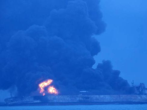 Weather hampers efforts to contain oil tanker fire off China coast