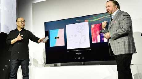 Samsung's Yoon Lee and Joe Stinziano demonstrate how home devices and appliances talk to each other.