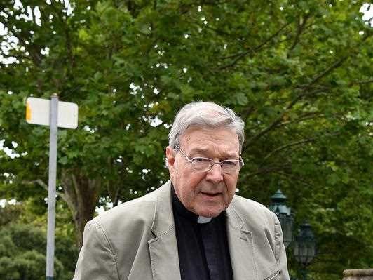 Cardinal Pell's accuser dies before court case
