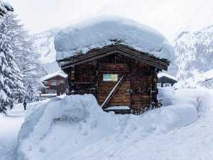 13,000 tourists trapped in Swiss Alps