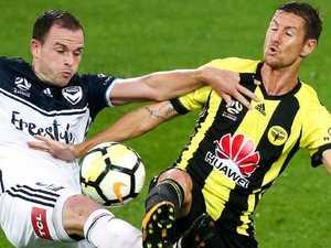 Phoenix rock 10-man Melbourne Victory
