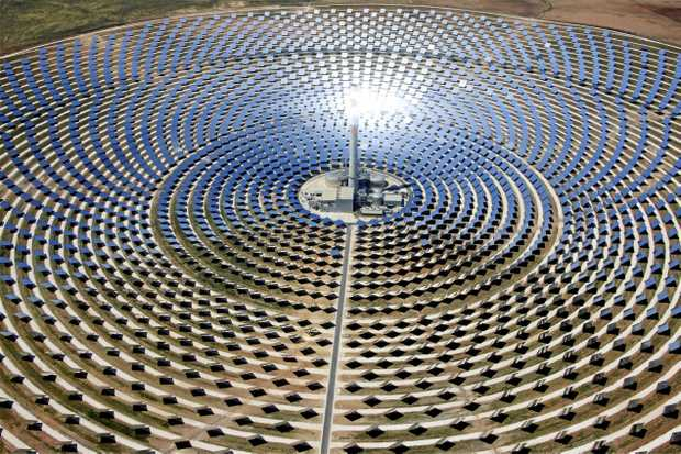 A thermal solar power plant using a central tower surrounded by angled heliostats could generate between 100 and 200 megawatts of electricity.