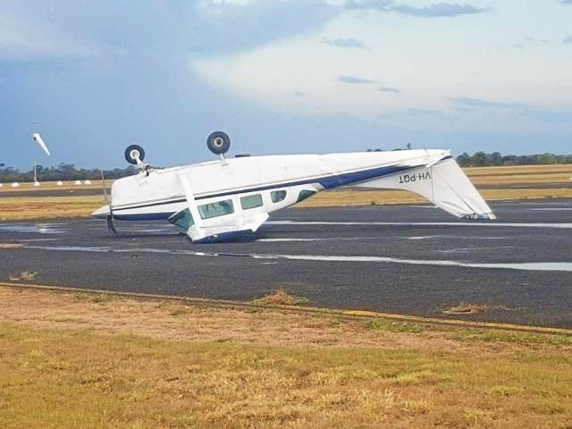 A post and photo to the CQ Plane Spotting website shows the privately owned Cessna U206 Super Skywagon VH-PQT was flipped by gust of wind and was spotted resting on its roof at the Emerald Airport in late December.