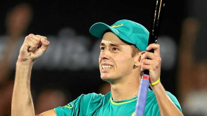 Alex de Minaur  celebrates  at the   Sydney International .