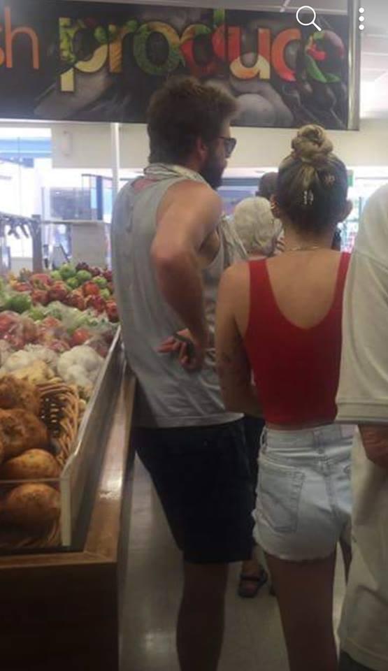 Miler Cyrus and Chris Hemsworth shop at IGA, Lennox Head. Photo: Facebook/Julie Creed.