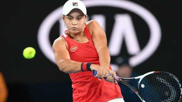 Crowd imitates tennis player's very loud shrieking when hitting the ball