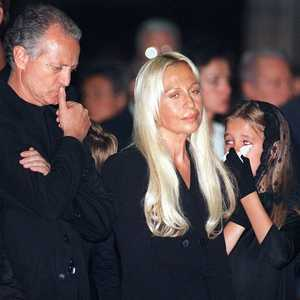 Tragic fate of young versace heiress worth 800m for Biografia de donatella versace