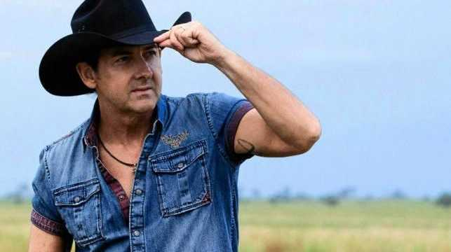 Lee Kernaghan will be presented with the ARIA Highest Selling Australian Artist Award for The 25th Anniversary Album.