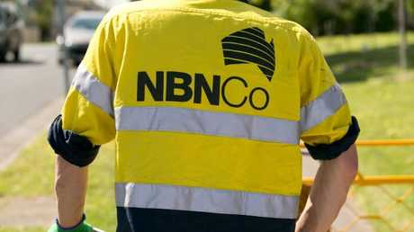 Government stands by mixed tech NBN in submission to parliamentary committee.