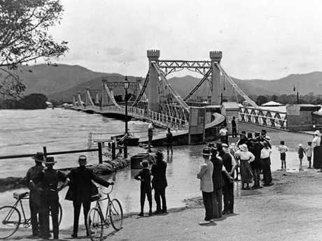 Fitzroy Bridge Rockhampton during the 1918 flood.