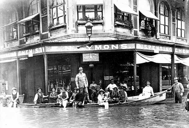 Ferried passengers arrive at the corner of East and William Sts in Rockhampton during the 1918 Great Flood.