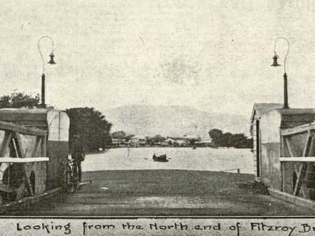 Looking from the north end of Fitzroy Bridge in Rockhampton during the 1918 Fitzroy River flood.