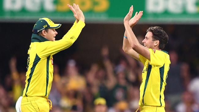 Australian captain Steve Smith (left) reacts with Jhye Richardson after Richardson bowled out England batsman Alex Hales for 57 runs during the second One Day International cricket match between Australia and England at the Gabba in Brisbane, Friday, January 19, 2018. (AAP Image/Dave Hunt) NO ARCHIVING, EDITORIAL USE ONLY, IMAGES TO BE USED FOR NEWS REPORTING PURPOSES ONLY, NO COMMERCIAL USE WHAT