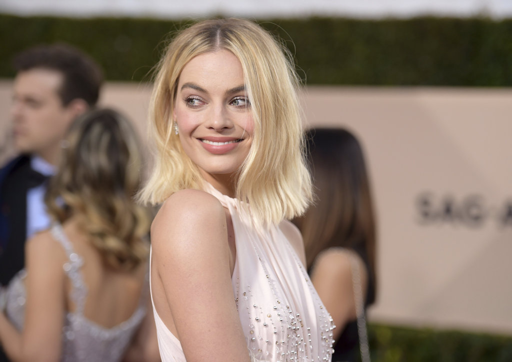 Margot Robbie arrives at the 24th annual Screen Actors Guild Awards at the Shrine Auditorium & Expo Hall on Sunday, Jan. 21, 2018, in Los Angeles. (Photo by Richard Shotwell/Invision/AP)
