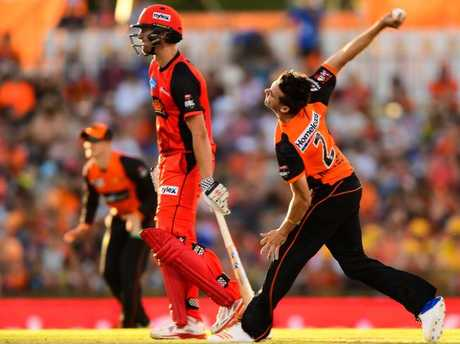 Jhye Richardson sends down a ball for the Perth Scorchers.