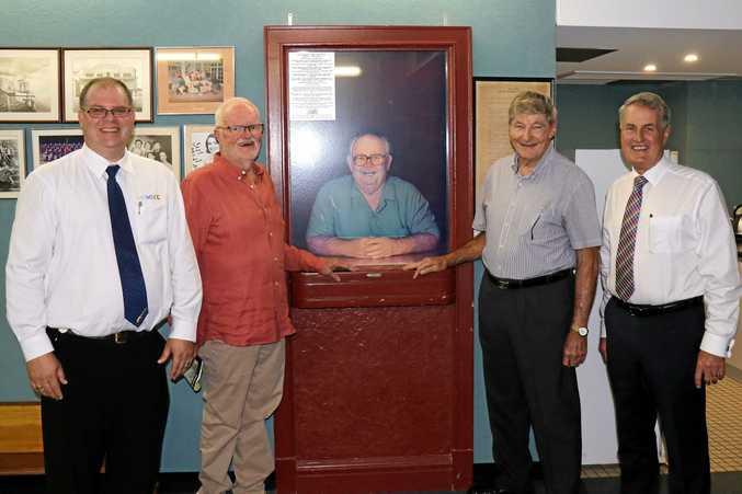 Andrew Bobeldyk, Barry Porter, North Jacklin & Cr Greg Williamson with the late Jack Sturgeon