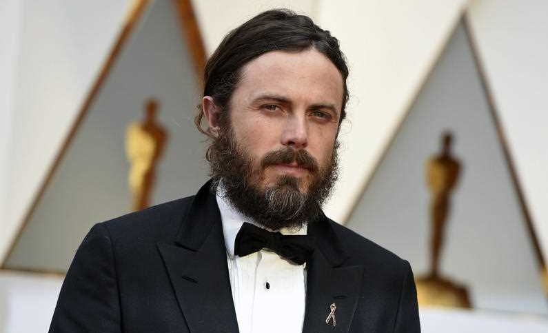 Casey Affleck has pulled out of his Oscars presenting duties.