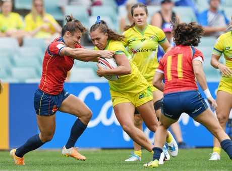 Evania Pelite bursts through the Spainish defence.