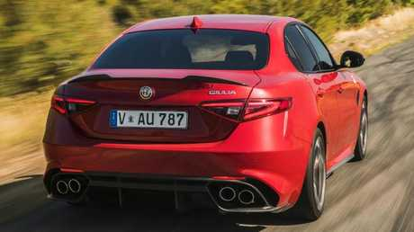 Alfa Giulia: Boot is compromised and reversing camera image is small.