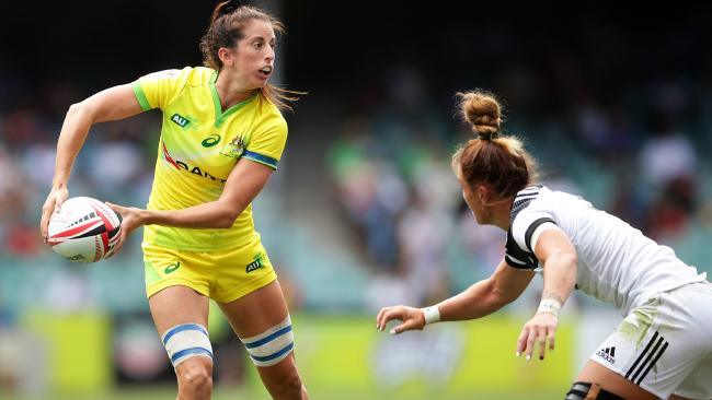 Alicia Quirk looks for support as the Kiwi defence converges.