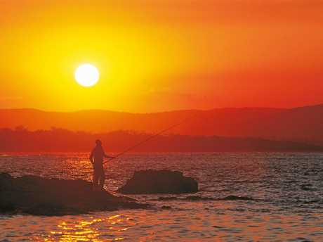 Sunset fishing at Agnes Waters Queensland.    Picture:    Queensland Tourism
