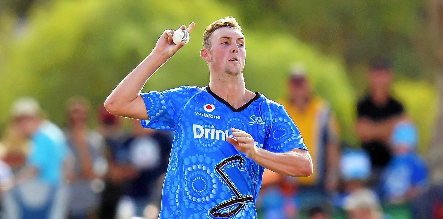 Billy Stanlake charges in for the Adelaide Strikers.