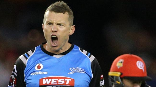Peter Siddle will lead the Strikers against his old team, Melbourne Renegades.