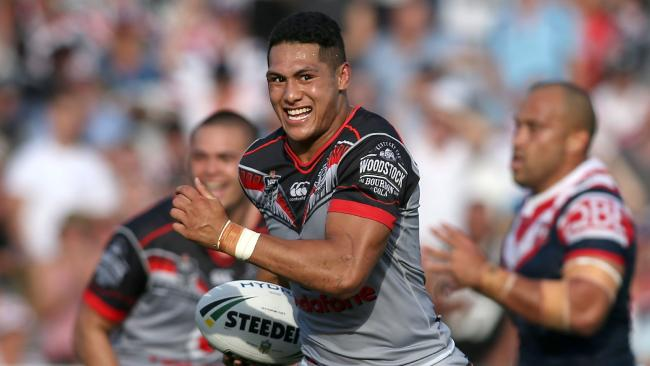 Roger Tuivasa Sheck of the Warriors about to score a try.