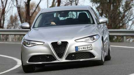 Giulia Super: Drive it and overlook the shortcomings.