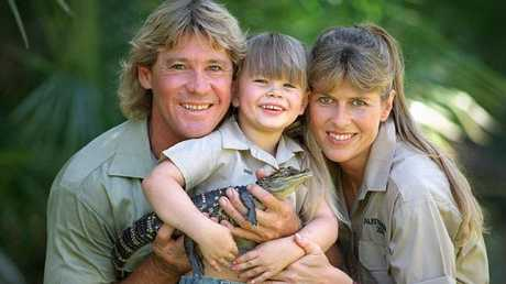 Steve Irwin with Terri and daughter Bindi at Australia Zoo in 2002.
