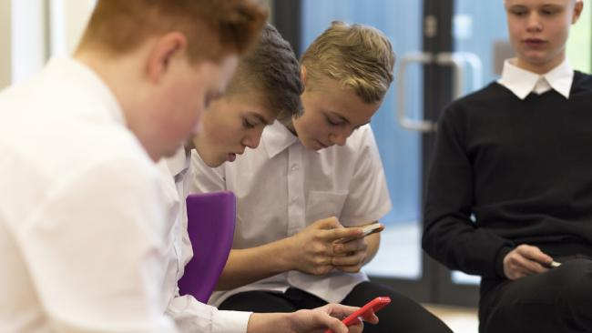 Should all schools ban the use of mobile phones?