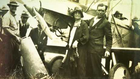 Bert Hinkler with his mother Frances in Bundaberg in 1928 after his solo flight from England to Australia.